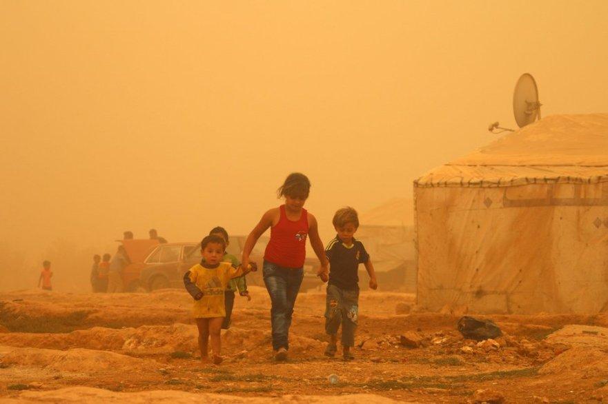 Srian children dust storm Huff post.jpeg