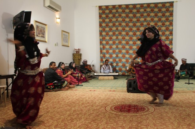 traditional dancing - yemenis in salalah